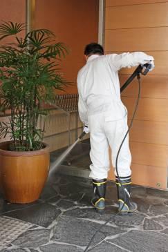赤沢温泉郷も大掃除。